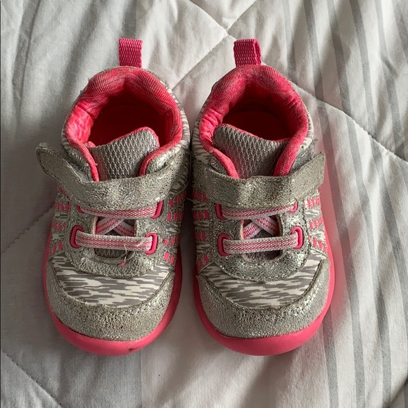 2 pairs toddler shoes